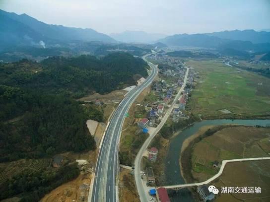 二广高速公路湖南常德至安化段全线通车